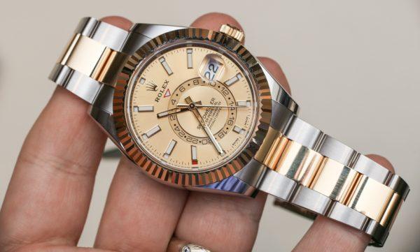 Mua đồng hồ nam cũ nhộn nhịp dịp cận Tết